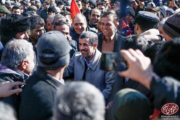احمدی نژاد در راهپیمایی ۲۲ بهمن (عکس)