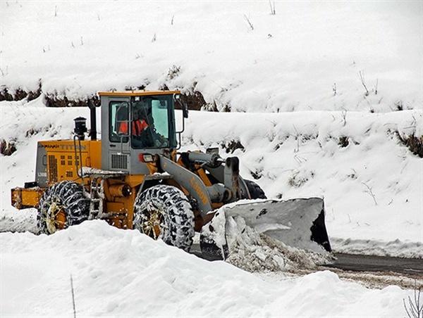 ارتش به کمک مردم گرفتار در برف و کولاک گیلان آمد