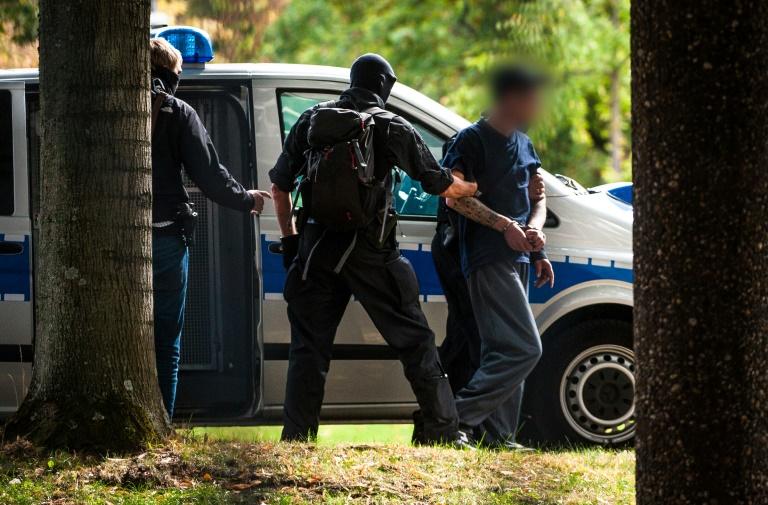 12 نفر در آلمان به اتهام ایجاد گروه
