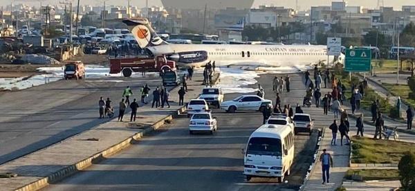 فرود اضطراری هواپیمای مسافربری؛ محور بندر ماهشهر - بندر امام را مسدود کرد