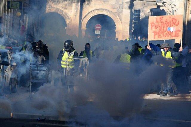 فرانسه استفاده از نارنجک گاز اشکآور علیه معترضان را ممنوع کرد