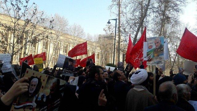 برگزاری تجمع اعتراض به سخنان ظریف مقابل وزارت خارجه