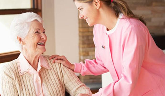 چرا باید از خدمات مراقبتی و پرستاری در منزل استفاده کنیم؟
