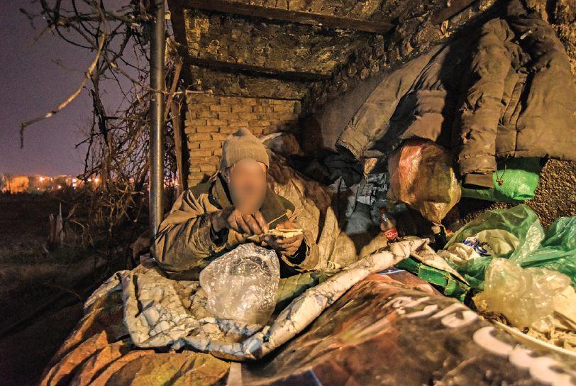 محبت مردم یک محله پایتخت به کارتن خوابهای بیسرپناه در دوران کرونا