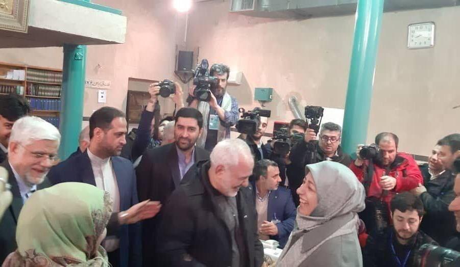 ظریف و همسرش در حسینیه جماران (+عکس)