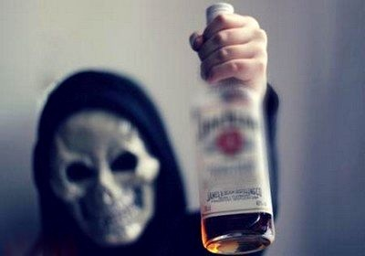 مسمومیت ۴۰ نفر بر اثر مصرف الکل صنعتی در اردبیل/ 3 نفر جان باختند و یک نفر دچار مرگ مغزی شد