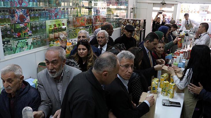 وحشت کرونا در همسایه غربی؛ صفهای خرید و کمیابی ماسک و مواد ضدعفونی(+عکس)