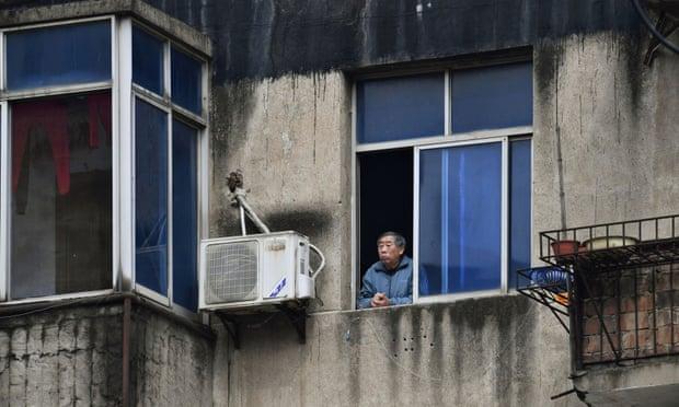 مردی در قرنطیه شهر ووهان
