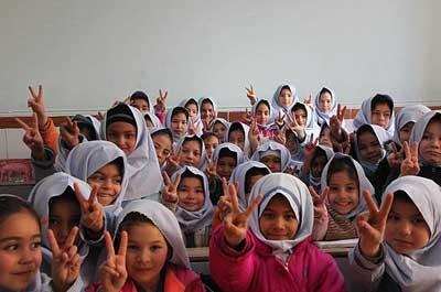آموزش و پرورش: در صورت داشتن علائم سرماخوردگی به مدرسه نروید؛ غیبتها موجهند/ توزیع ماسک و مواد ضدعفونی کننده