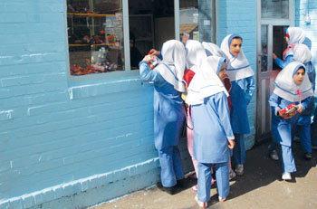 ابلاغ دستورالعمل مقابله با کرونا به مدارس/ فروش ساندویچهای دستساز ممنوع