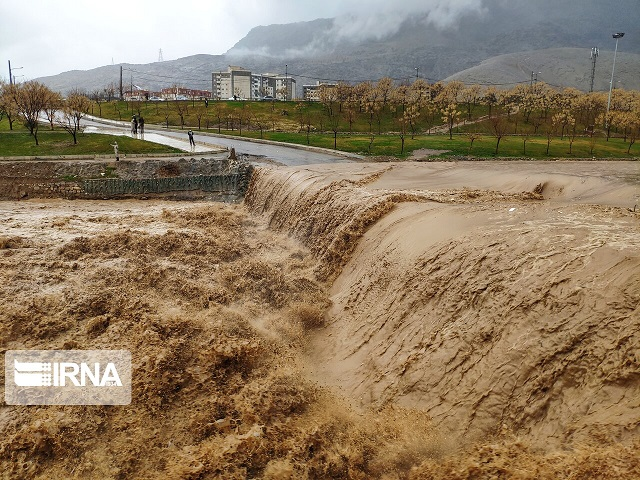 قطع راه ارتباطی بیش از ۱۰۰روستا در لرستان به دلیل بارش شدید و سیل