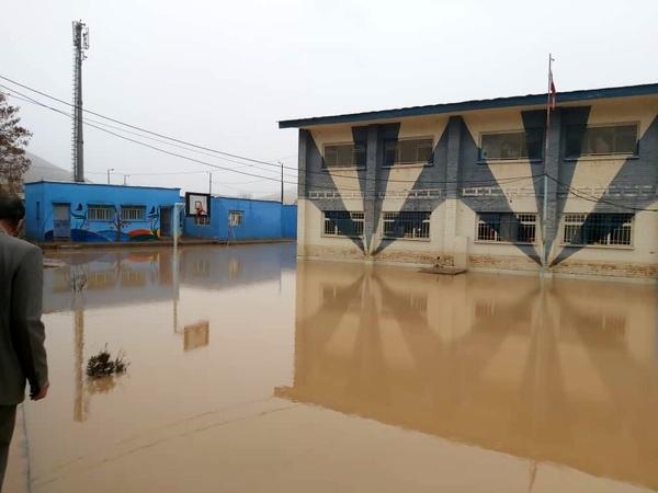 قطع راه ارتباطی ۱۷۵ روستای لرستان به دلیل سیل