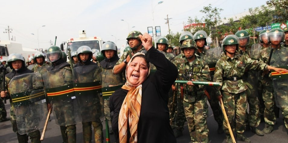 بازداشت یک میلیون مسلمان چینی در اردوگاه های اجباری/ آموزش تحمیلی اصول حزب کمونیست/ منع نامگذاری و آموزش دینی