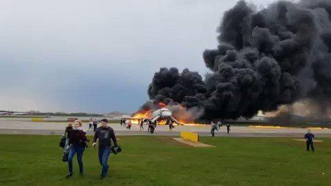 آتش سوزی یک هواپیما در روسیه/ تعدادی کشته و زخمی (+عکس و فیلم)