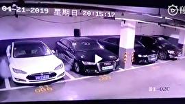 انفجار ناگهانی یک تسلا در پارکینگ/ آیا خودروهای پاک خطرناکند؟
