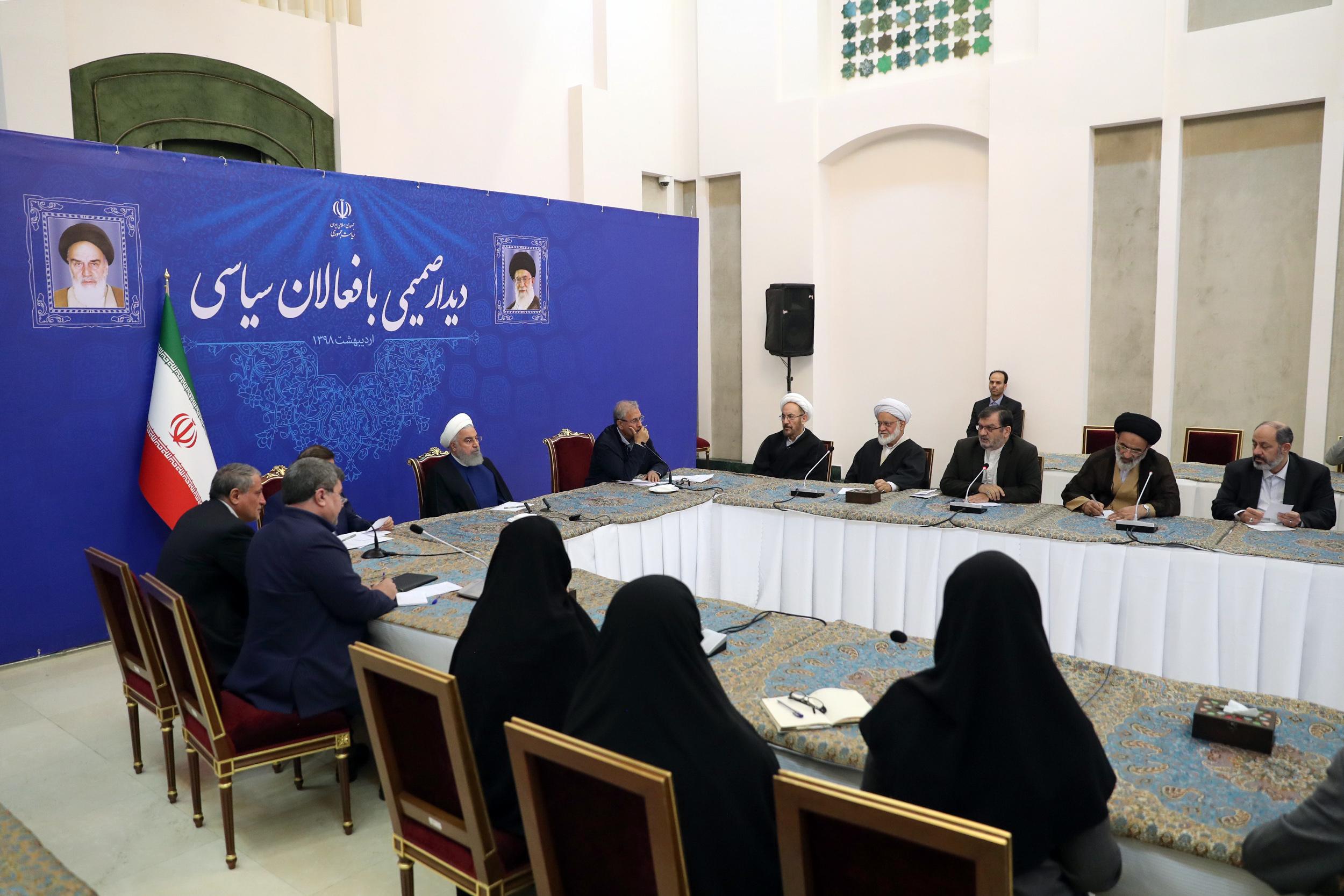 جلاییپور: روحانی در مراسم افطاری گفت که اوباما 19 بار از من تقاضای ملاقات کرد ولی دولت اختیار پاسخش را نداشت