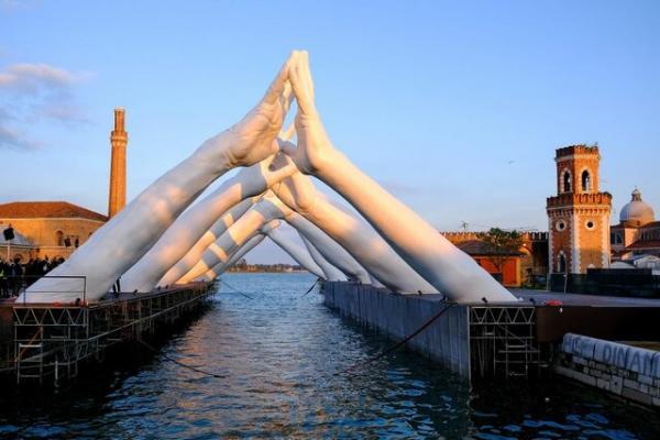 نگاهی به چند اثر هنری در بینال ونیز (+عکس)