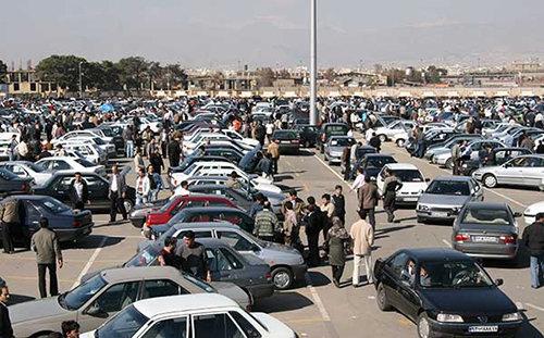 رئیس اتحادیه فروشندگان خودرو تهران خبر داد:دلالان به بازار مجازی خودرو بازگشتند/ قیمتهای اعلامی غیرواقعی است