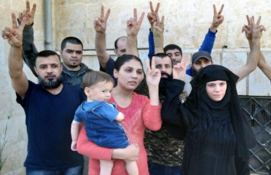 آزادی 9 سوری از اسارت تروریست ها (+عکس)