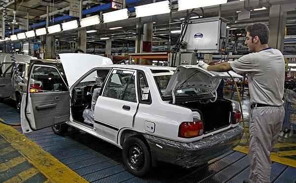عضو كميسيون صنايع و معادن مجلس: مجلس براي حل مشكلات خودروسازان برنامه دارد