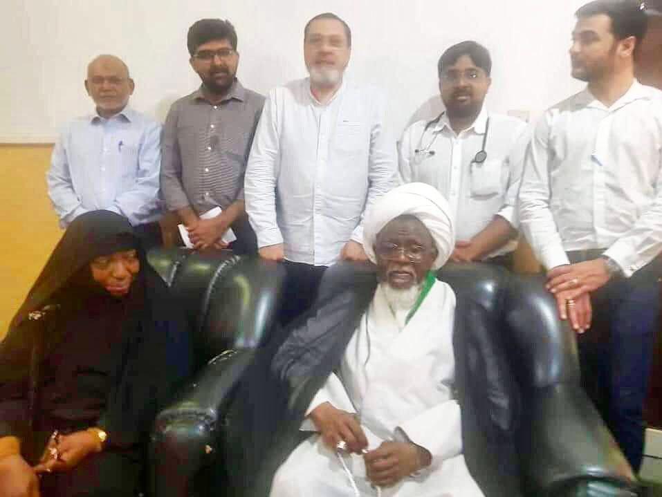 حضور تیم پزشکی در محل اسارت شیخ زکزاکی برای اولین بار (+عکس)