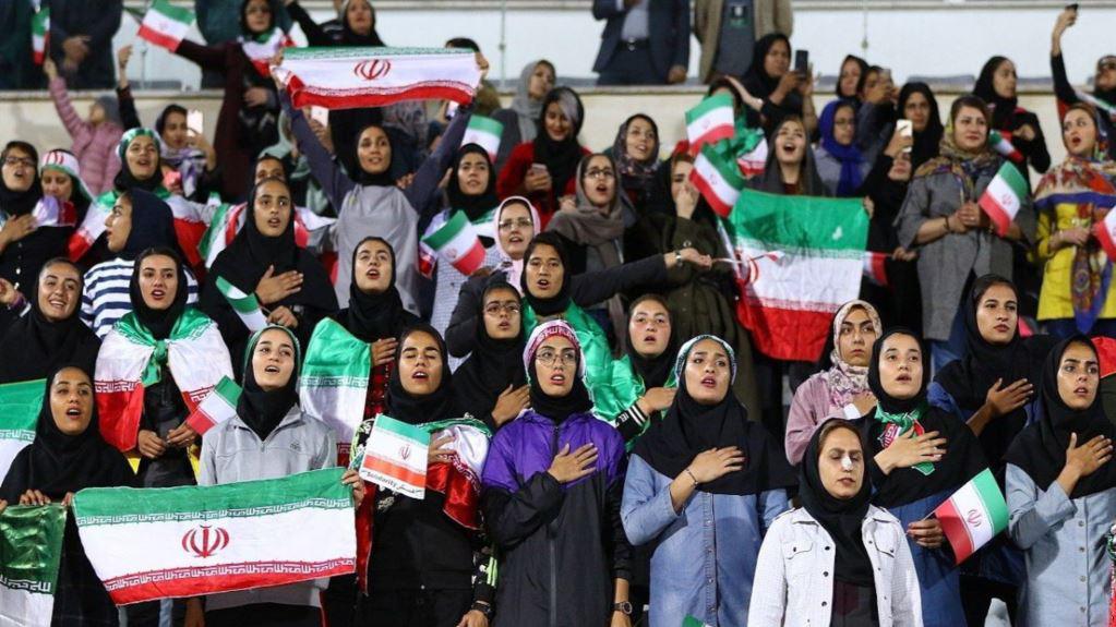 آیا زنان ایرانی هم تماشاگر بازی ایران و سوریه خواهند بود؟/ دلیل حذف گزینه «زن» از سایت فروش بلیت چیست؟