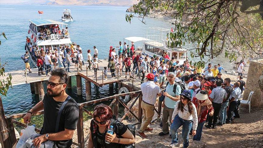سفر حدود 13 هزار گردشگر ایرانی در تعطیلات عید فطر به وان ترکیه