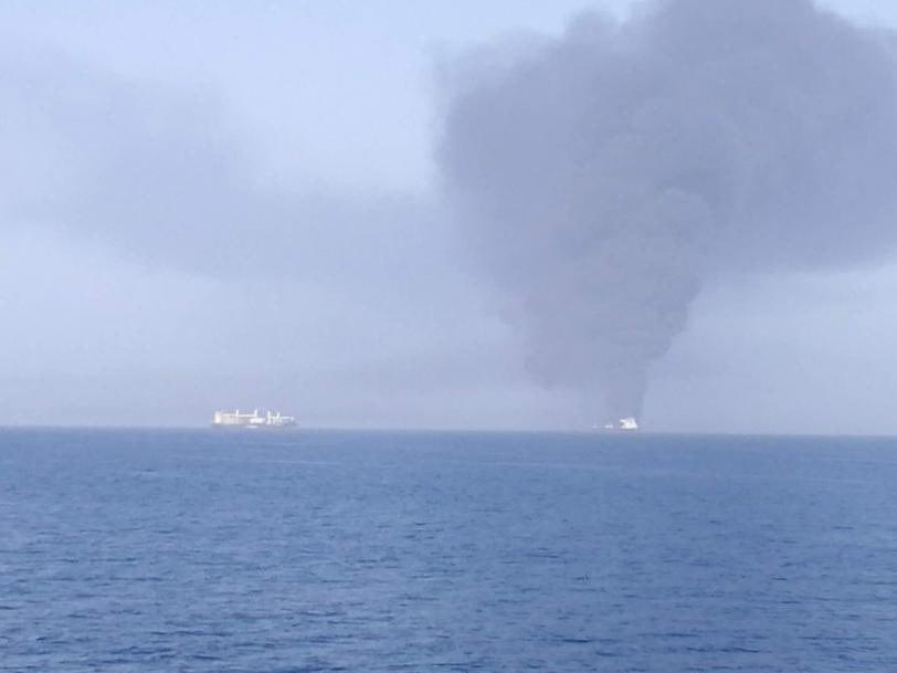 انفجار در  2 نفتکش در دریای عمان / آتش سوزی گسترده / نجات 44 ملوان توسط ایران