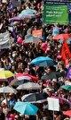 اعتراض زنان سوئیس: درخواست دستمزد و حقوق برابر با مردان (+عکس)