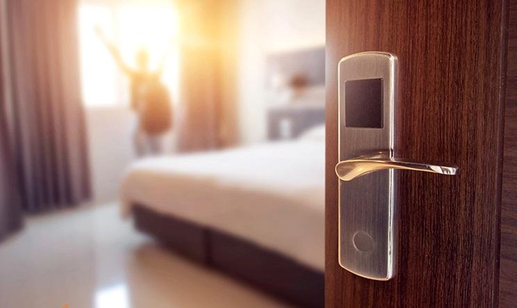 پذیرش زنان بدون همراه در هتلها بلامانع است