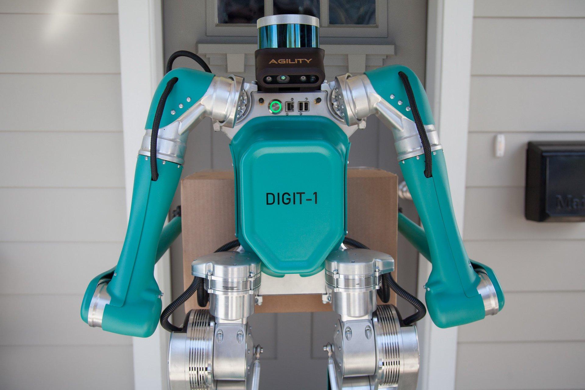 روبات دو پای فورد برای حمل و نقل پستی