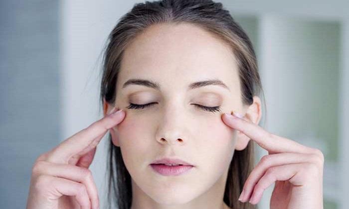 8 درمان طبیعی برای خشکی چشم
