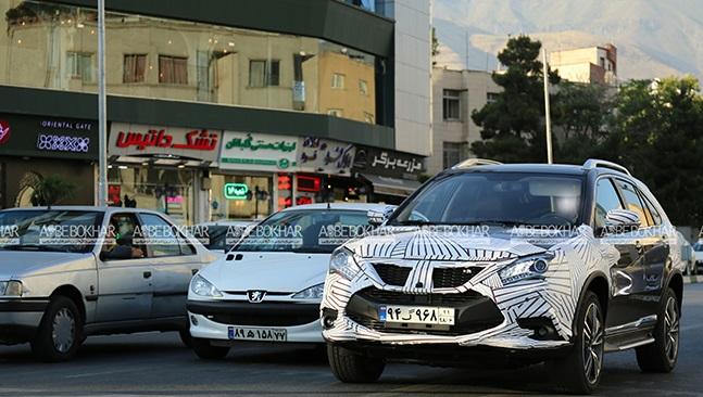 خودروی شاسی بلند در حال تست فنی با پوشش استتاری در تهران (+عکس)
