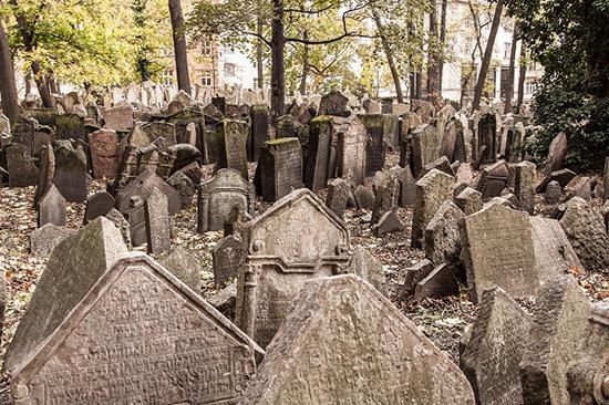 جرئت میکنید وارد این قبرستانها شوید؟
