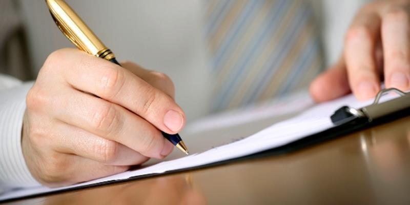 روزی به نام «قلم»، اما نه برای همۀ «اهل قلم»