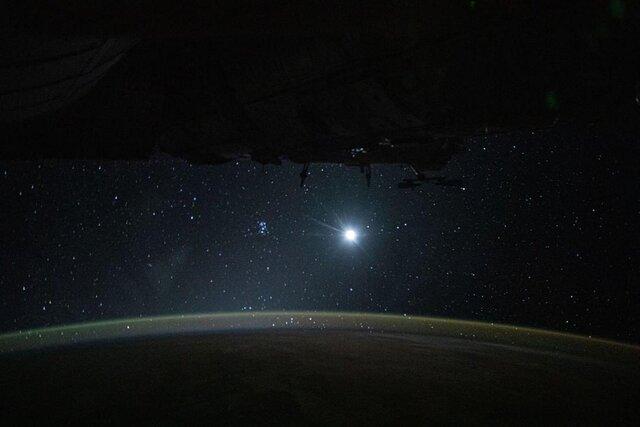عکس روز ناسا؛ زمین و ماه و ستارگان در یک قاب