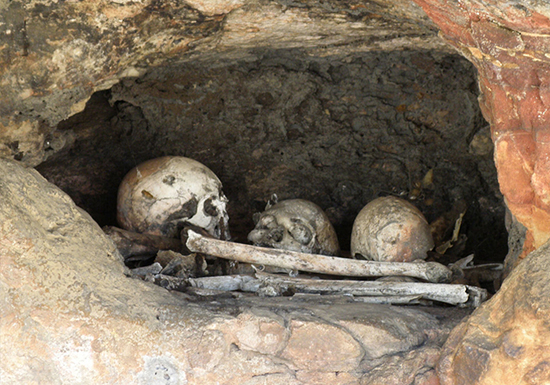 روشهای عجیب و غریب تدفین مردگان (+عکس)