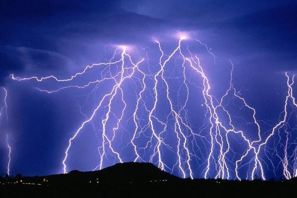 هواشناسی: هشدار صاعقه و سیلاب در کشور/ از کوهها و رودخانهها دوری کنید