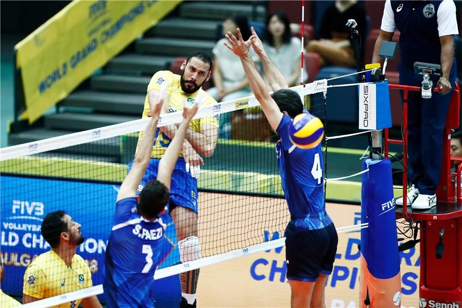 تمام قد به احترام دلاورمردان والیبال ایران می ایستم