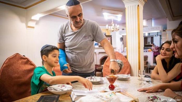 آخر هفته یک خانواده یهودی در تهران (+عکس)