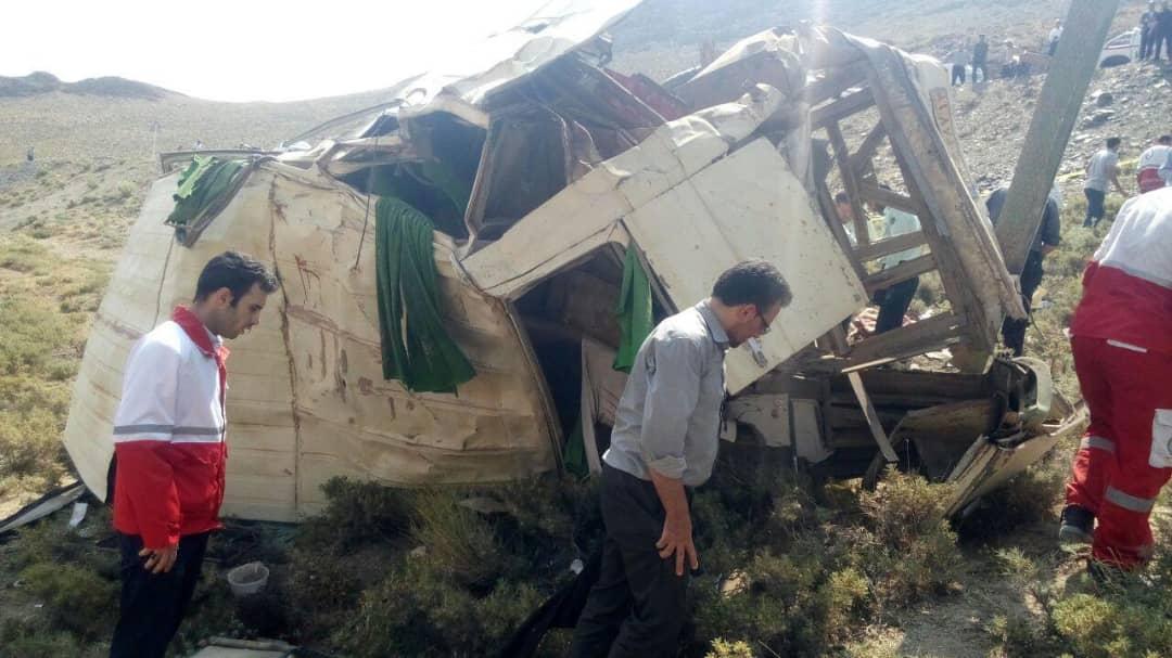 اصفهان؛ 13 کشته در سقوط مینی بوس به دره