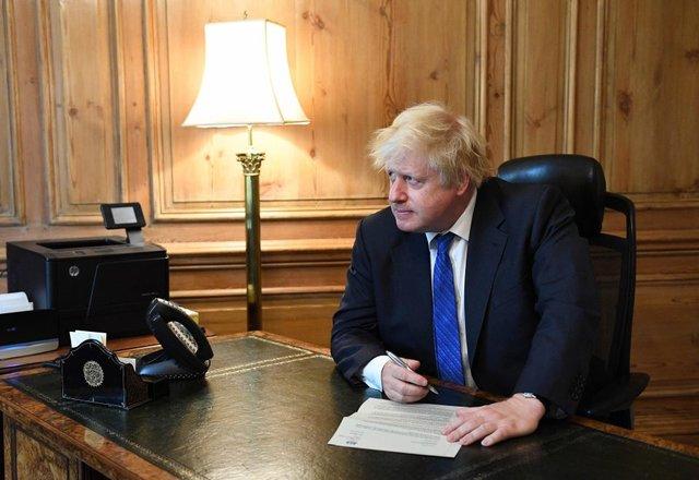 کناره گیری 3 وزیر انگلیس، با نخست وزیری جانسون