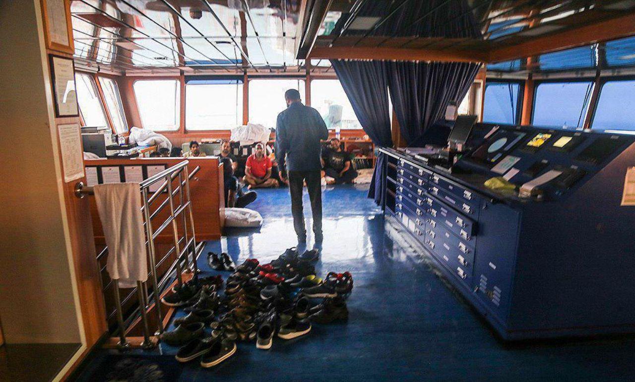 عکسی از خدمه کشتی توقیف شده انگلیسی
