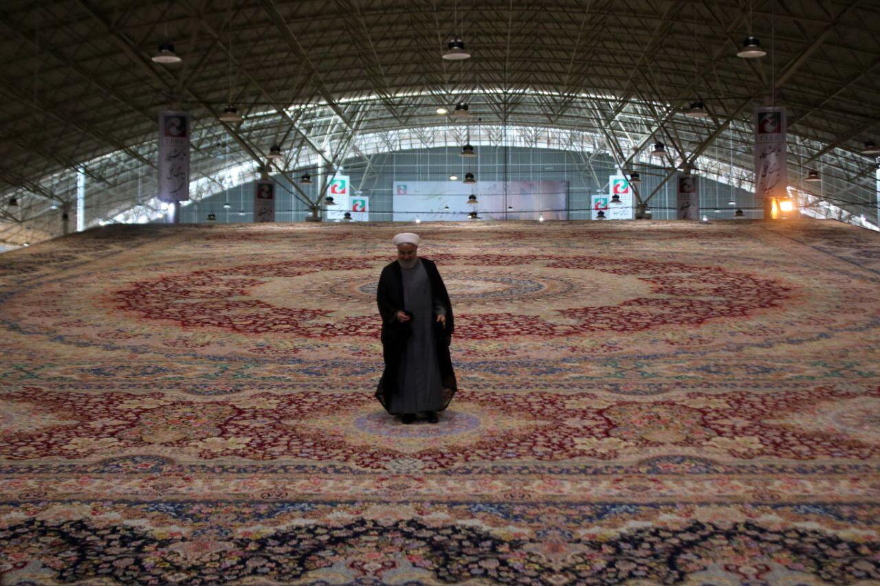 رونمایی از بزرگترین فرش یکپارچه جهان در تبریز / فرش 600 متری