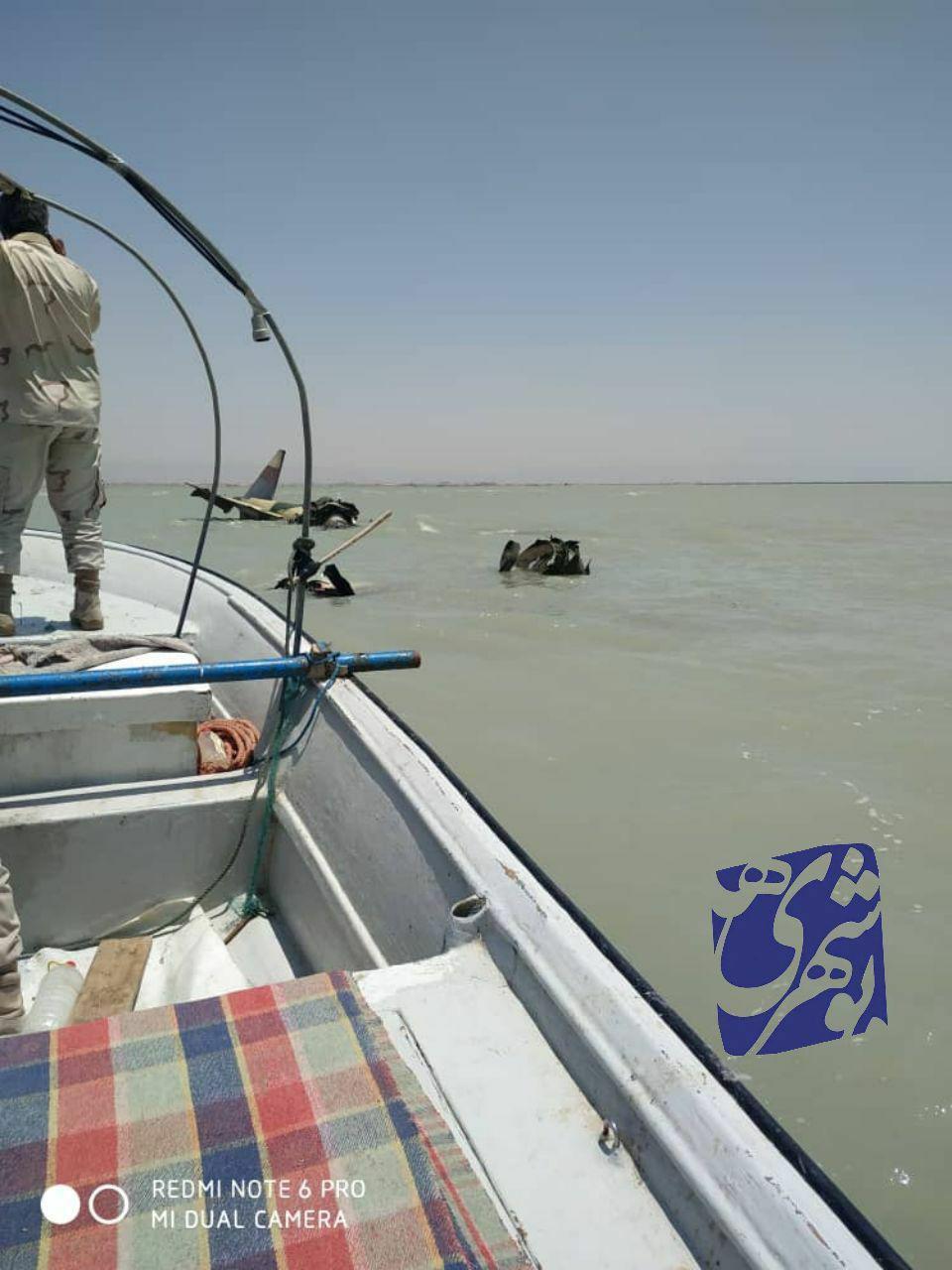 سقوط یک هواپیمای نظامی در ساحل تنگستان بوشهر + عکس