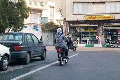 اعتراض پلیس به حکم دیوان درباره گواهینامه موتور سیکلت زنان