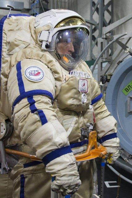فرمانده ناو سایوز-۱۵ آماده راهپیمایی فضایی شد