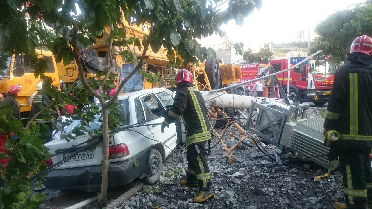 4 کشته در برخورد جرثقیل با چند خودرو در مشهد (+عکس)