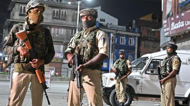 هند قانون خودمختاری کشمیر را لغو کرد/ قطع  راه ارتباطی در منطقه مسلمان نشین هند
