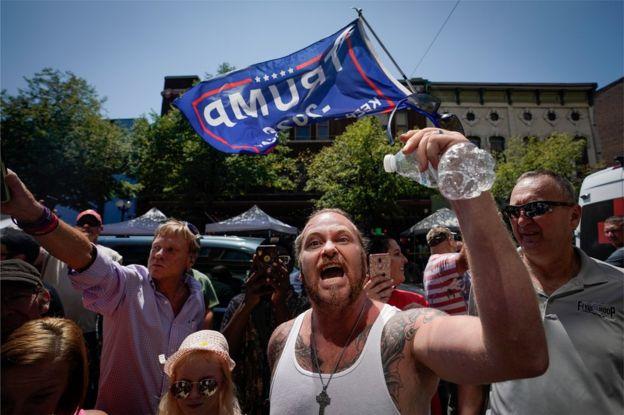 بازدید ترامپ از دو شهر خونین در میان معترضان و هواداران